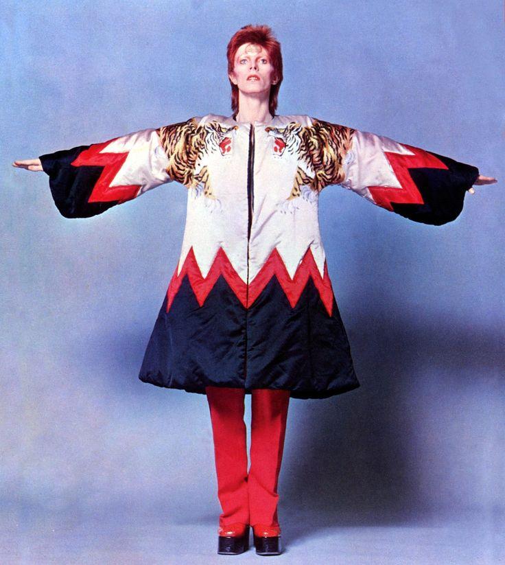 1973 - David Bowie 70s (photo by Masayoshi Sukita).