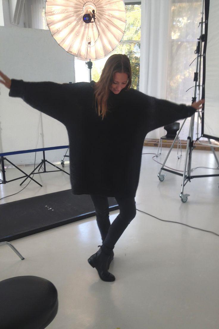 Weiter geht's mit einem neuen Closet Diary! Heute möchten wir euch Nina Thielen vorstellen. Die 34-Jährige ist studierte Trendforscherin mit Ausbildung zur Damenmaßschneiderin und gründete 2010 gemeinsam mit ihrer Schulfreundin Rebekka Dornhege Reyes die Styling-Agentur Von June und das Modelabel Mijune. Das Label steht für hochwertige Einzelstücke und Miniserien, welche die beiden mit viel Liebe zum Detail in ihrem Atelier in Berlin herstellen. Als Stylistin hat Nina schon für Magazine wie…