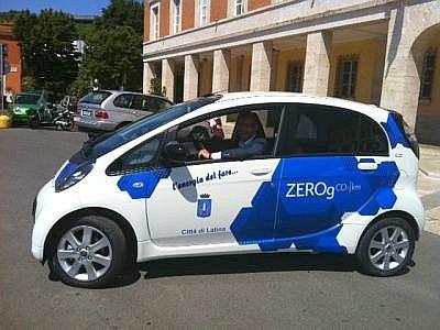 LATINA ::: donate due auto elettriche al Comando di Polizia Municipale  http://www.parisnews.it/leggiCronaca.php?id=396