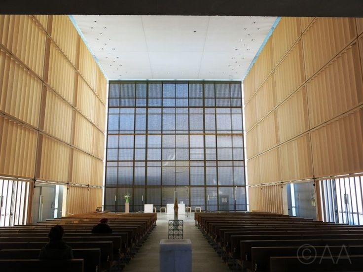 Herz Jesu Kirche - Subtle transitions in material and light. Click to find out more.