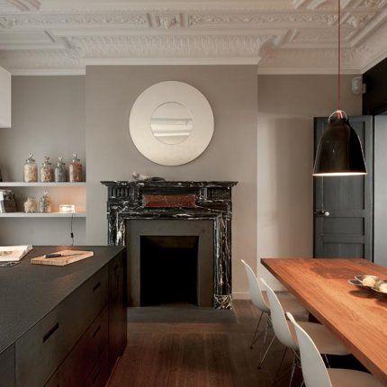 Une cheminée d'époque 18e siècle, en marbre noir :: :: via Marie Claire Maison [j'aime bien le gris avec le bois en miel]