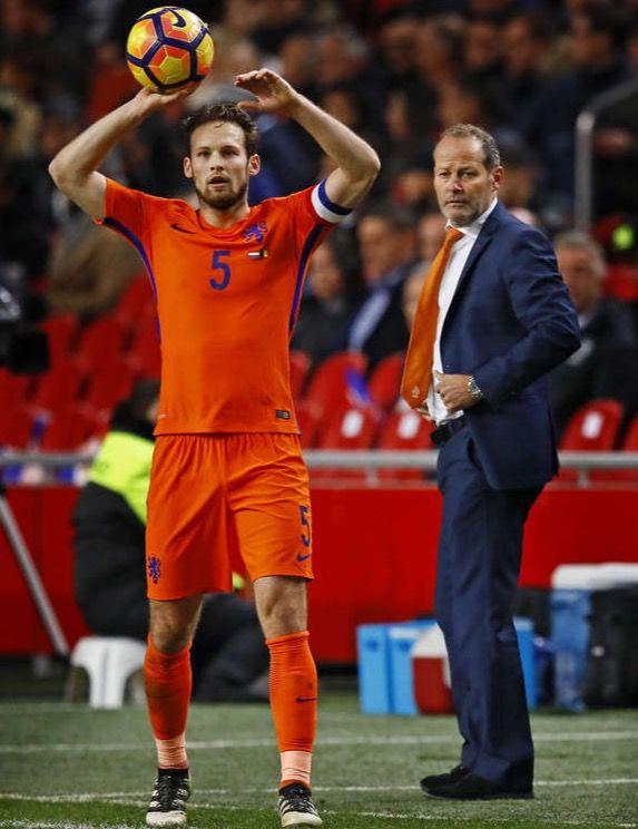 Daley Blind met zijn vader bondscoach Danny Blind.