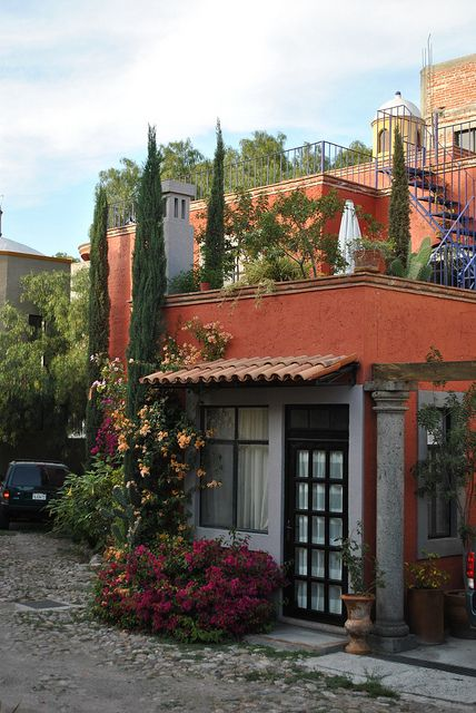 Mexican decor: a house in San Miguel de Allende, Guanajuato[ MexicanConnexionForTile.com ] #spanishstylehouse