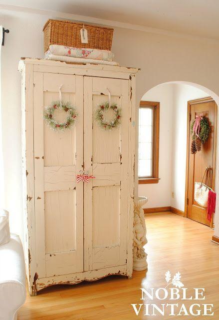 Noble Vintage: vintage rustic Christmas house tour- part 1 #shabbychicfurniturewhite