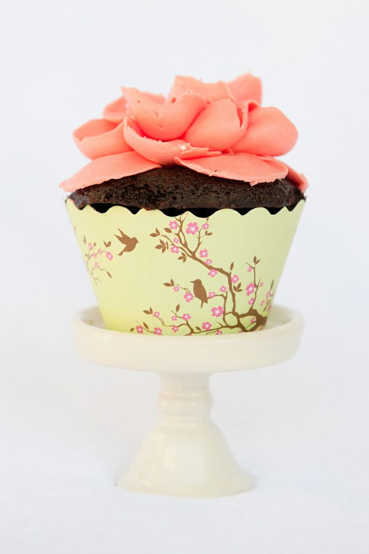 Photography by Wenmei Hill Photography / wenmeihill.com/, Cupcake Wrappers by Bella Cupcake Couture / bellacupcakecouture.com