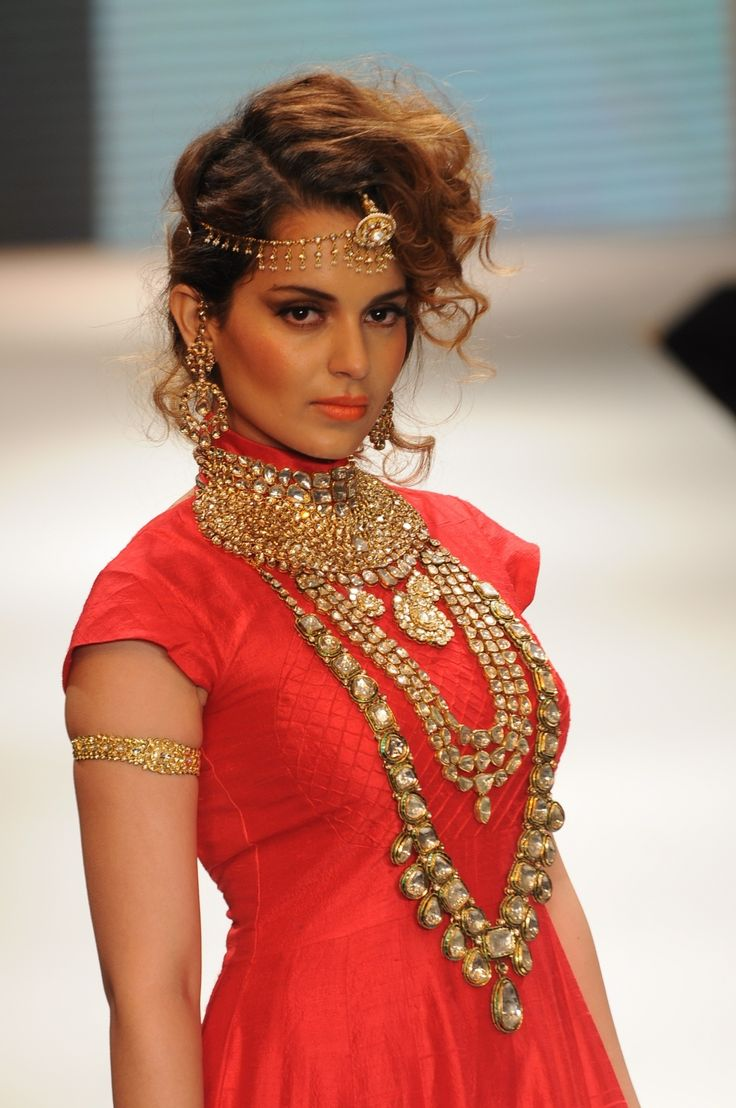 Arianne Martell and her gold jewellery