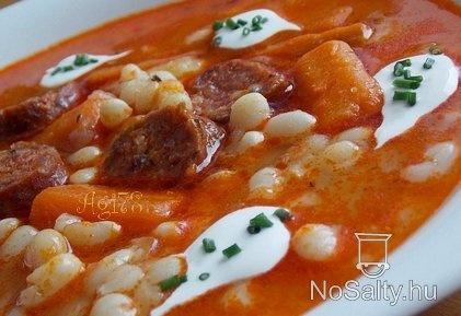Fűszeres gyöngybableves kolbásszal: http://www.nosalty.hu/recept/fuszeres-gyongybableves-kolbasszal#