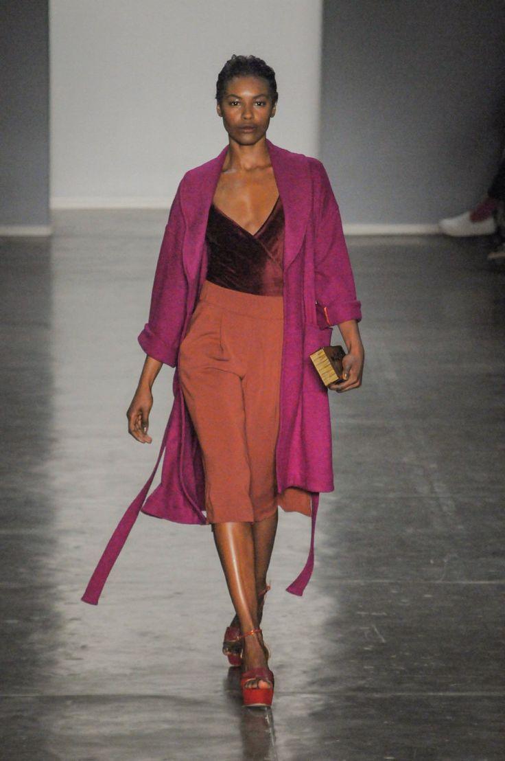 Lilly Sarti mira nos anos 1980 em seu inverno 2017 - Vogue | Desfiles