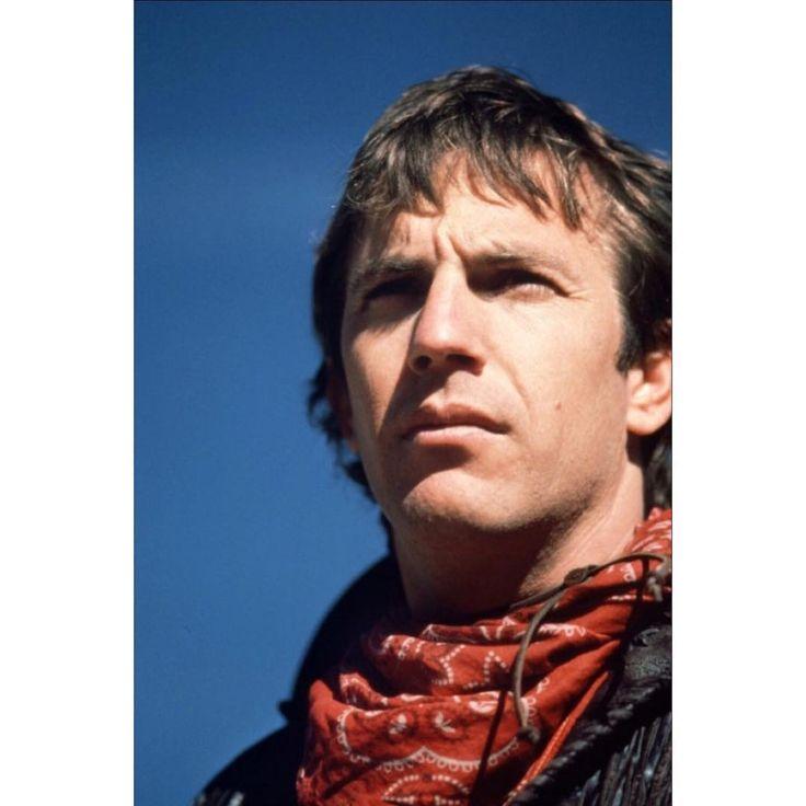 Rara fotografia promozionale: Kevin Costner è Jake nel western SILVERADO scritto e diretto da Lawrence Kasdan.    Rare promo shot: #KevinCostner is Jake in #LawrenceKasdan's western #Silverado.    #closeup #guns #promo #actor #rare #cool #cinema #classic #director #filmmaker #hero #portrait #movies #moviestar #producer #picoftheday #western #west #legend #bestoftheday #badass #best #idol #1980s #icon #photo #cowboy