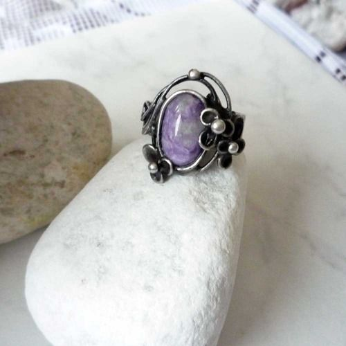 Čarovné kvítí - prsten  Autorský šperk s čaroitem #prsten #sperk #caroit #charoite #ring #handmade #tiffany #tvoreni #jewelry #kvet