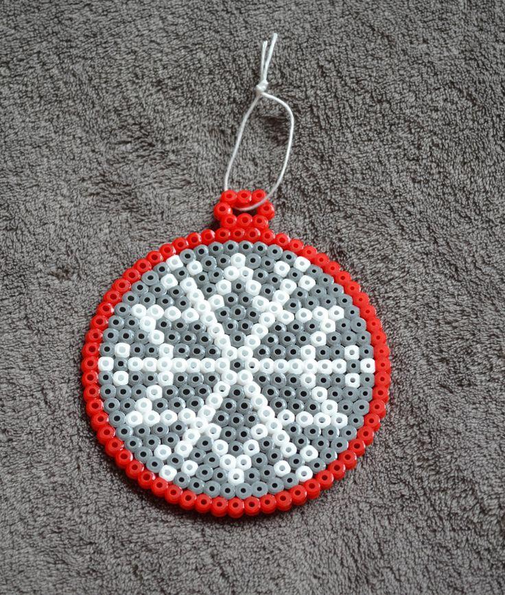 Boule de Noël en perles Hama