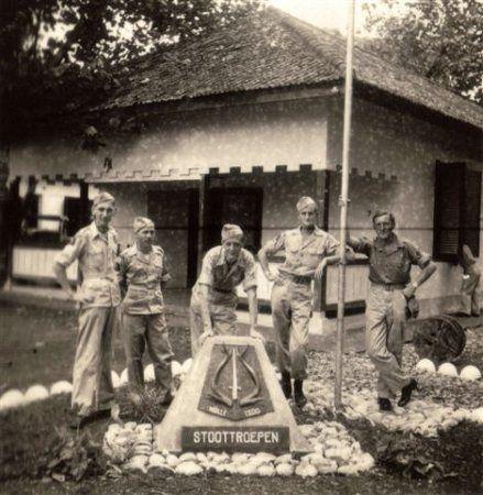 Nederlands-Indië. 8 RS op Bali