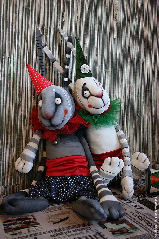 """Куклы и игрушки ручной работы. Ярмарка Мастеров - ручная работа. Купить Авторская работа """"Зайцы паяцы"""". Handmade. Заяц, белый"""
