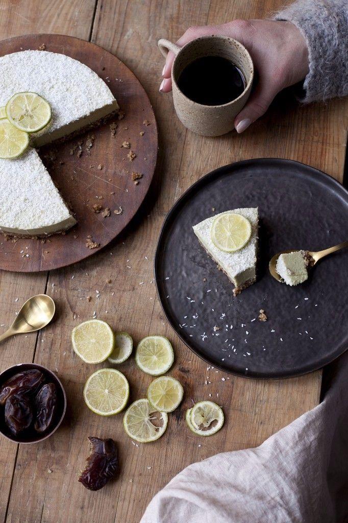 Niets geheim van de chef, dankzij het kookboek van SLA kan heel Nederland nu genieten van de heerlijkste gerechten die bij SLA geserveerd worden. Deze raw limoen cheesecake uit het kookboek is heerlijk in de zomer! Hij zit ook nog bomvol vitamine C en goede vetten waardoor je je lichaam er een groot plezier mee doet.