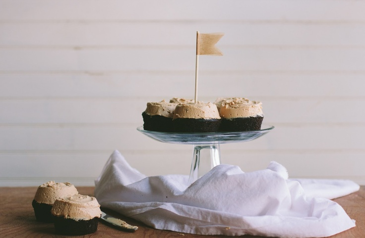 gluten free chocolate cupcakes + peanut butter frosting
