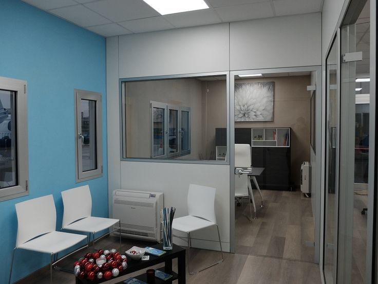 Waiting Area with Partitions: Chairs Model AIR White and Metal Structure - Wall Partitions Model ONE White and Glass