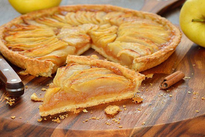 Receta para preparar de forma sencilla y fácil la tarta de manzana, postre muy fresco y deliciosamente adictivo.