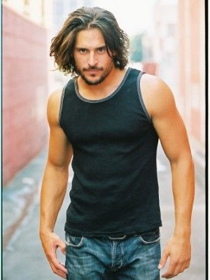 I think Joe Manganiello is doing a great job of playing Alcide in Season 3 True Blood…And may I say he's VERY easy on the eyes :) Also I pictured Alcide to look this way when I was reading Club Dead so kudos to the casting agents too!: Eye Candy, True Blood, Joe Manganiello, Trueblood, T-Shirt, Long Hair, Longer Hair, Beautiful People, Alcid Herveaux