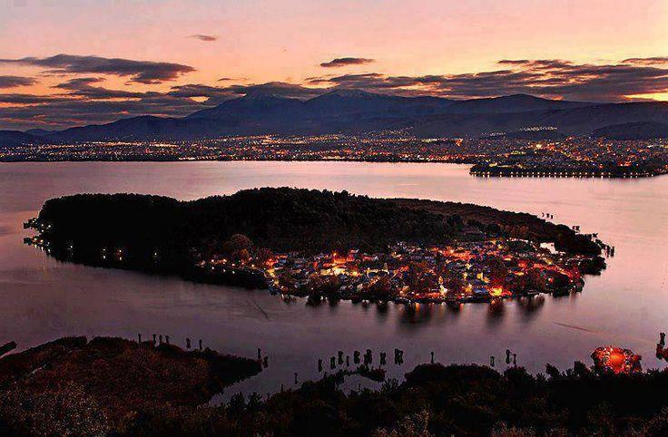 The beautiful Ioannina at night