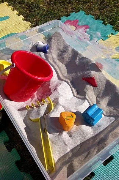 gioco sensioriale: la sabbia - DIY sand box sensory play