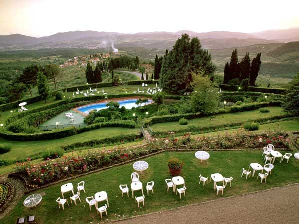 Swimming pool to enjoy the sun in Tuscany Photogallery - via http://bit.ly/epinner