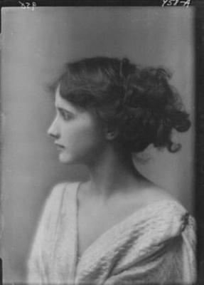 photo noir et blanc : Isadora Duncan jeune, par Arnold Genthe, portrait de femme, danseuse US