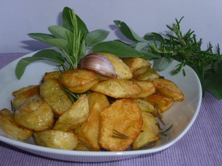 la ricetta ed il segreto su come fare patate croccanti al forno, croccanti fuori morbide dentro e non unte di olio, leggere, saporite con aromi