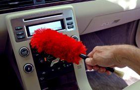 Pulizia interna dell'auto per una macchina (quasi) nuova!