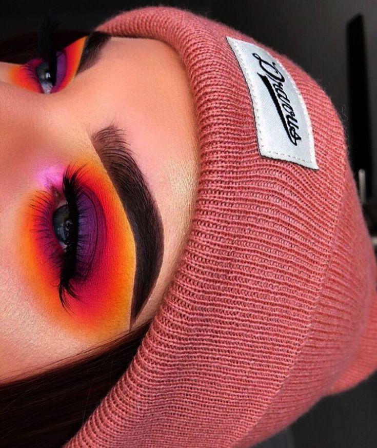 Make-up für immer im Verkauf. Buntes Smokey Eye Make-up Tutorial nach Make-up …   – Colorful Eye Makeup