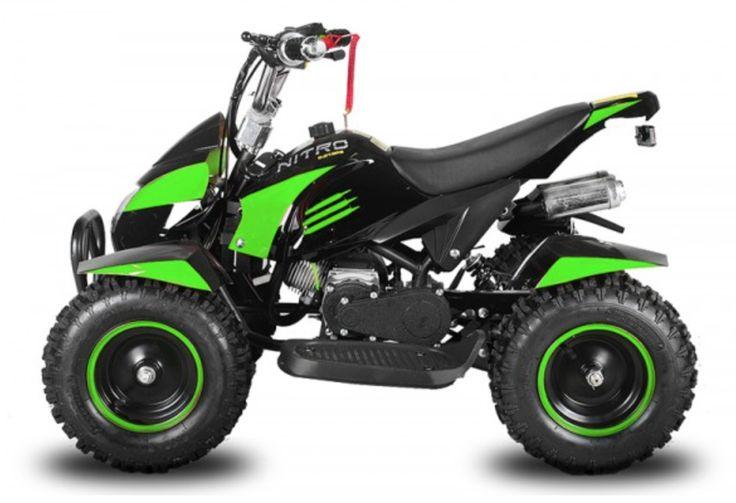 """Le Quad Enfant Cobra II Maxi 49cc de couleur Vert est équipé d'un démarreur électrique, de pneus 6 pouces et de double sorties d'échappement.  Il est équipé d'une télécommande de contrôle à distance qui permet d'allumer ou de stopper le moteur du véhicule à distance. Le Cobra II Maxi dispose également d'un bracelet """"coupe circuit"""" relié au guidon qui stoppera instantanément le quad en cas de chute, ainsi qu'une vis de bridage qui vous permettra de brider la vitesse de 5 à 55 Km/h.  Allumage…"""