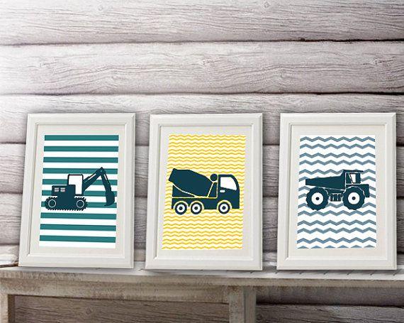 3 affiches pour enfant sur fonds rayés pour décorer une chambre de petit garçon fan des engins de chantier. Ces affiches apportent de la couleur à la décoration. Ces affiches sont vendues sans cadres et sont destinées à être encadrées. Imprimée sur papier épais photo 210 gr. Les couleurs