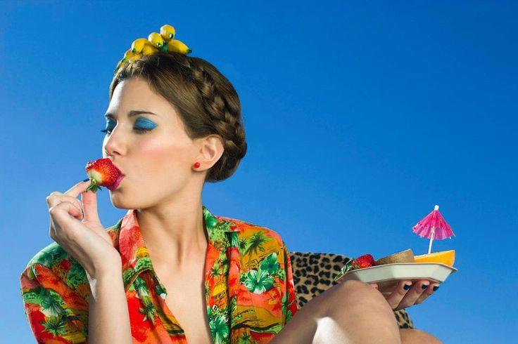 #makeup #summer #fruits #hairstyle PH: María Inés de Azkue Make Up: Priscila Make Up Artist Producción Modas: Ani Miranda Producción general: Sonia Cremerius Modelo: Caro Barcas