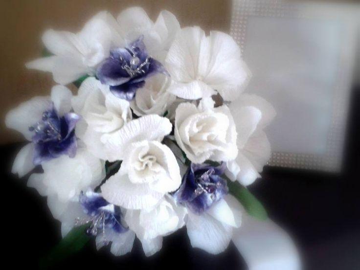 Bouquet bijoux sposa realizzato a mano con fiori di carta crespa, fiori di pasta di mais e cristalli di swarovsky
