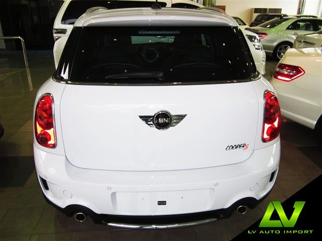 mini cooper s countryman all4 1 6 at exterior light white roof and mirror caps in body colour. Black Bedroom Furniture Sets. Home Design Ideas