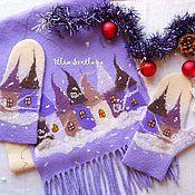 Купить или заказать 'Зимний город' Комплект валяный: шапочка, шарф, варежки в интернет-магазине на Ярмарке Мастеров. Нежный, теплый, зимний комплект из шарфика, шапки с помпоном и варежек, синего цвета с зимними домиками, сугробами, с засыпанными снегом деревьями и белоснежными облаками. Был сделан на заказ в дополнение к валенкам с таким же рисунком. Комплект свалян из мериноса и декорирован шерстяной акварелью. Использованы цвета: синий, голубой, серый, белый и охра.