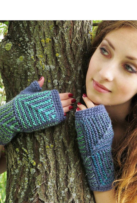 FREE SHIPPING Fingerless gloves  knit mitts  blue от TominasName