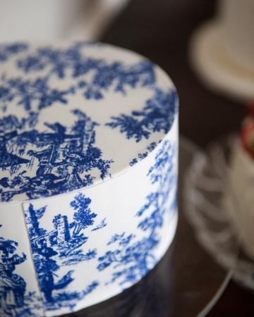 Cake Art History : Toile de Jouy Wedding Cake The blue and white Toile de ...
