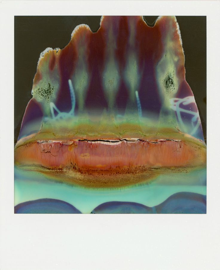 Estética accidental: coquetas abstracciones emergen de una polaroid rota.