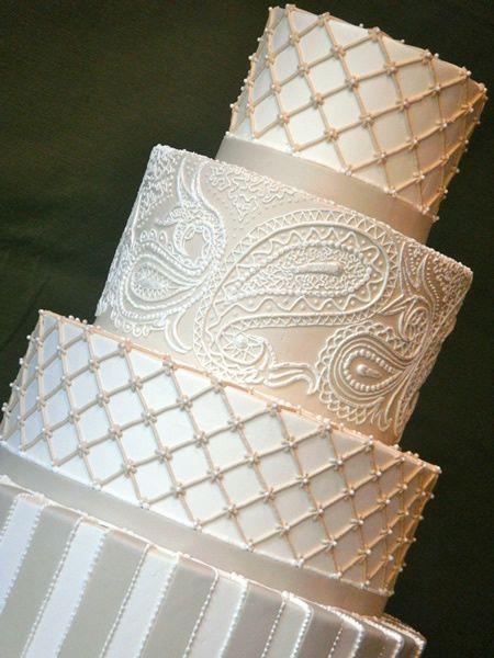 Bolo de casamento clássico decorado com rendas  | Classic wedding cakes with lace