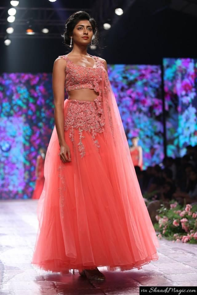 Yes. this piece made us nostalgic too. It somehow reminds me of Arpita Mehta LFW Summer Resort collection.