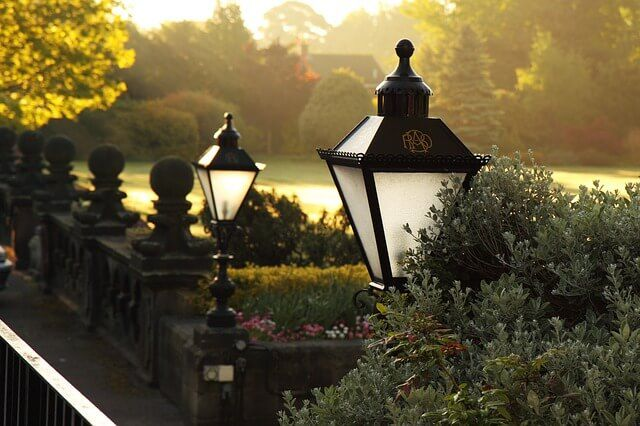 Landscape lighting ideas to transform your garden for a breathtaking view.