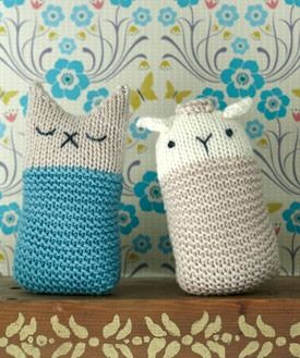 Free pattern for a little woolly beginners knitters project this summer holiday