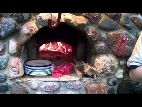 Wood burning pizza oven plans.  How to build oven domes, hearths, flues and chimneys.