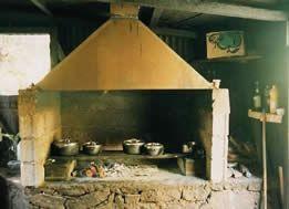 Cuisine traditionnelle r unionnaise au feu de bois ile for La cuisine reunionnaise