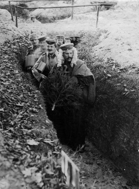 """""""German soldiers celebrating Christmas in the trenches, 1915"""" (via)"""
