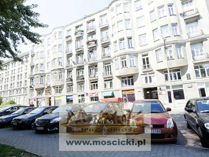 Do sprzedaży 3 pokojowe mieszkanie o powierzchni 59m w kamienicy z 1906r przy ul Ogrodowej na Śródmieściu. Pokoje z oknami na wewnętrzny dziedziniec metraże 20, 16 i 9m kuchnia 6m, łazienka 4m. Największy pokój jest przejściowy, kuchnia te�...