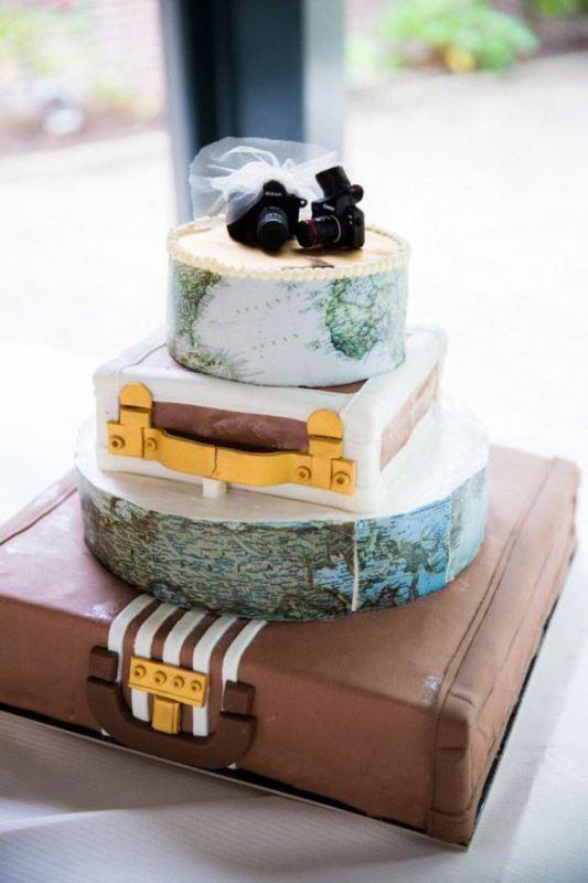 una stravagante cacca di nozze con livelli di mappa e valigia oltre a piccole telecamere su …