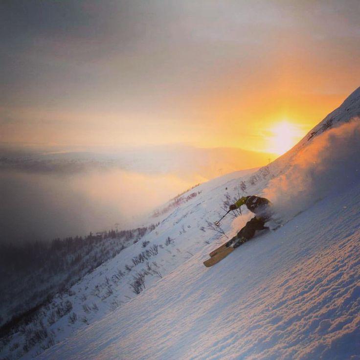 Podte s nami na daleky sever Eropy s @trulsmorfelt a @forestskis  W H I T E D O G t r a v e l W R A P www.whitedog.sk  #whitedogsk #travelwrap #madeinliptov #madeinslovakia #slovensko #slovakia #travel #sweden #ski #lyzovanie #freeride #are #svedsko #forestskis #dnescestujem #dnesnosim #dnesobliekam #dnes_cestujem