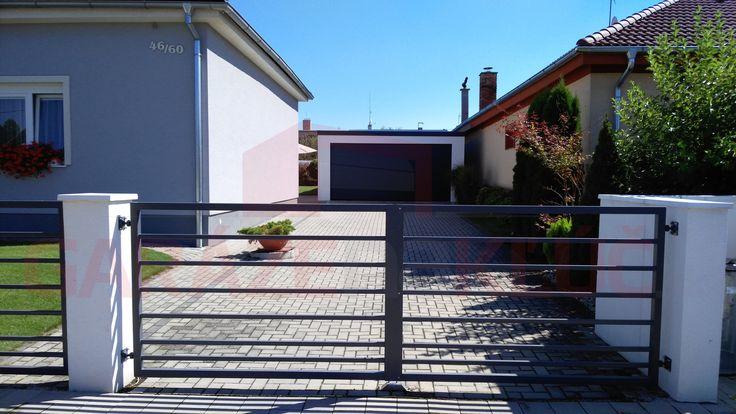 Moderná garáž, ktorá perfektne zapadne do okolia* vášho domu..  *Fotografiu zaslal ďalší spokojný zákazník :)