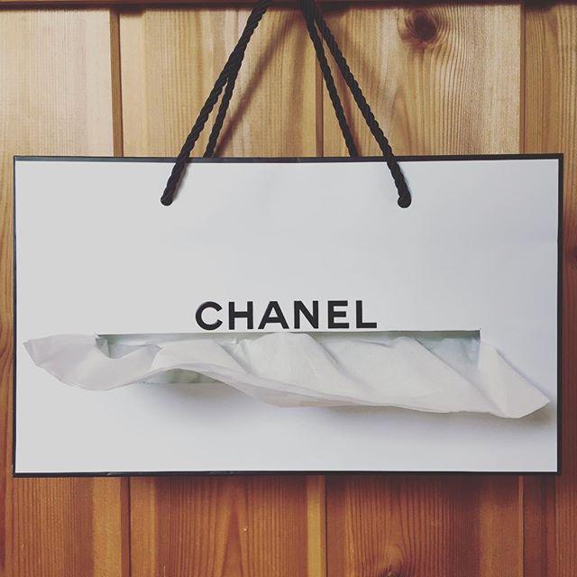 オシャレだから捨てがたい…大好きな柄は「紙袋リメイク」で再利用しちゃおう! | GIRLY もっと見る
